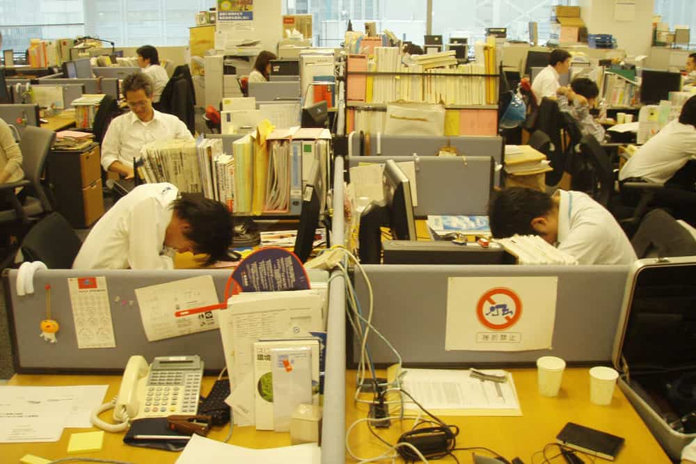 การทำงานอย่างหนักใน black company ของประเทศญี่ปุ่น